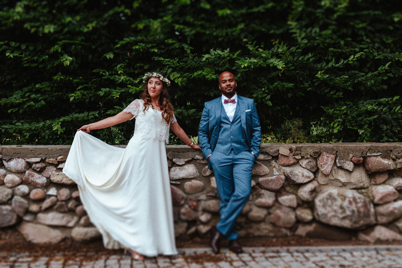 Kadr z sesji plenerowej w dniu ślubu w ogrodzie Pałacu Mała wieś pod Warszawą