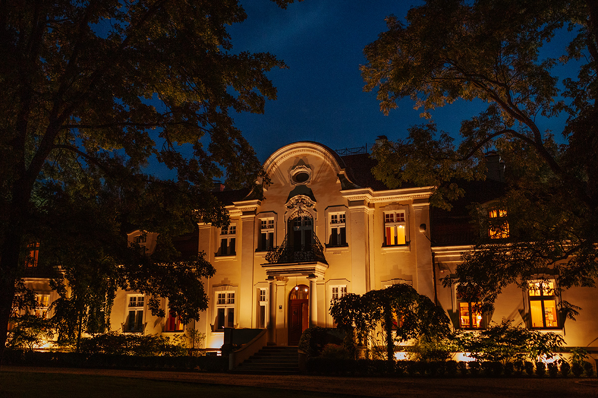 Pałac Zdunowo nocą