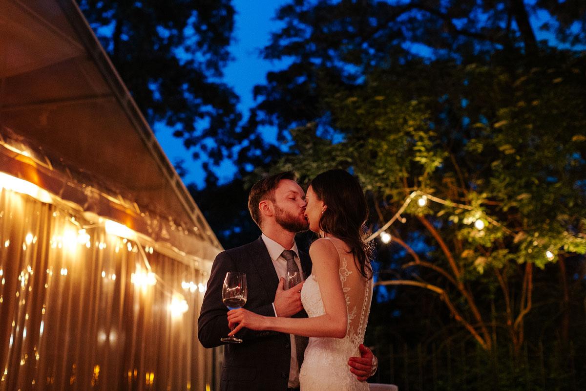 Para Młoda podczas wesela w Klubie Bankowca