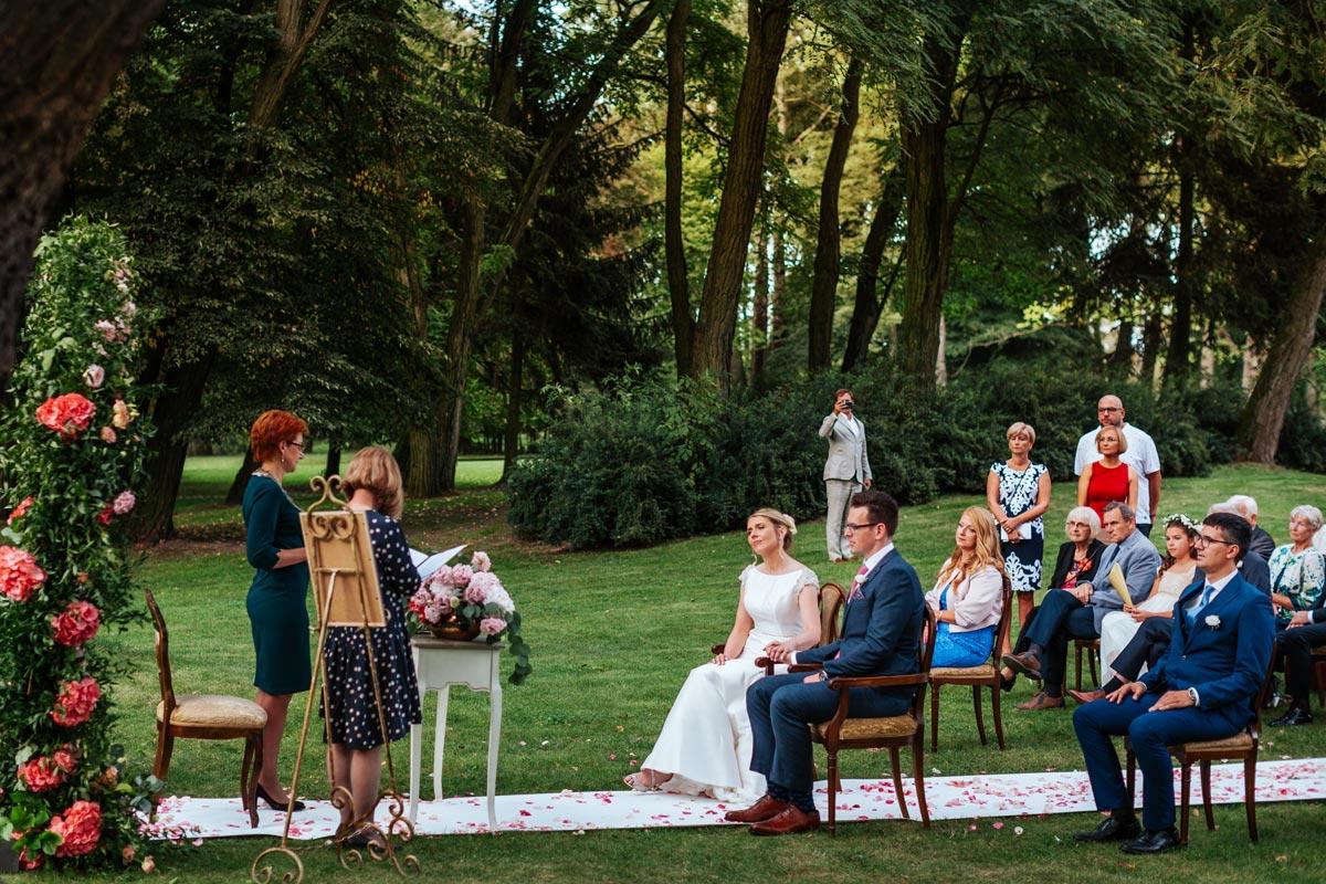 Plenerowy ślub cywilny w Pałacu Zdunowo